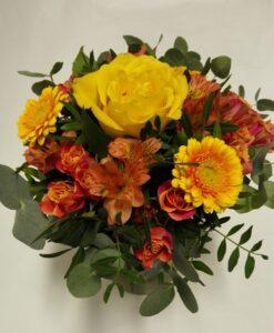 Žluto - oranžová kytice z růže, minirůží, alstromerie a gerber