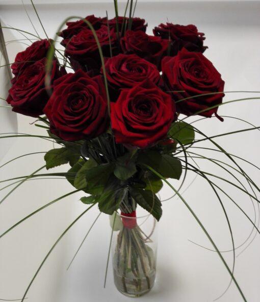 11 velkých rudých růží