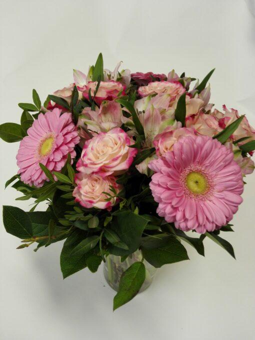 Růžová kombinace z minigerber, minirůží a alstromerie