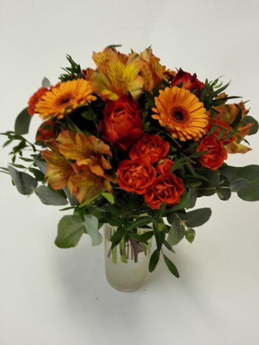Míchaná oranžová kytice z růží, minigerber, alstromerií