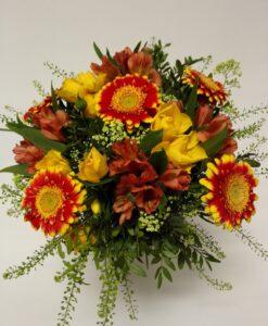 Žluto-oranžová kytice z minigerber, alstromerie a minirůží