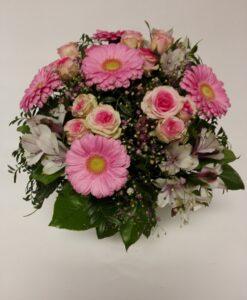 Růžová kytice z minigerber, alstromerií a minirůží