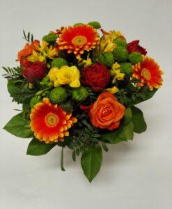 Veselá míchaná kytice z jarních květů