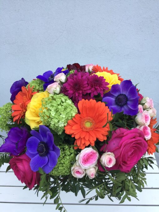 Jarní luxusní kytice - gerbery, kalina, anemone, růže a trsové růže