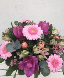 Růžová kytice - alstromerie, curcuma, tulipán, minigerbery, eucalyptus