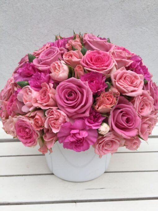 Vypichované aranžmá - trsové růže a velkokvěté růže