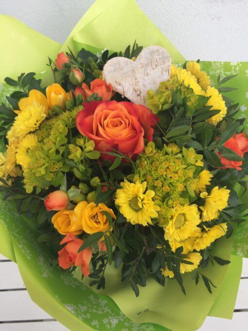 Nádherná kytice pro maminku - velkokvětá růže, santiny, frezie a další