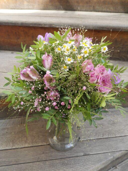 Letní romantická kytice s alstromeriemi