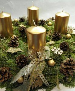 Luxusní adventní věnec se zlatými svíčkami