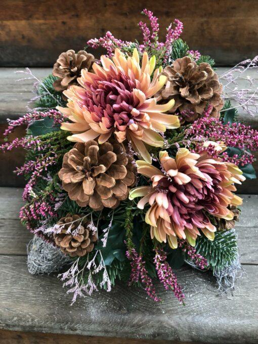 Dušičkové aranžmá s umělými chryzantémami