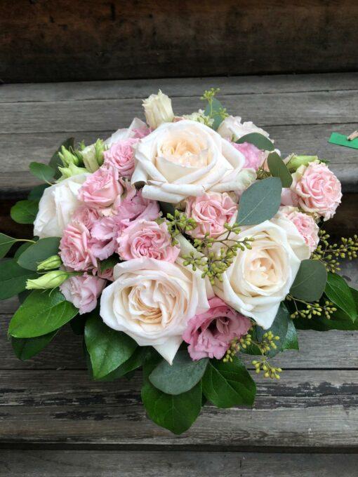 Kytice voňavých růží anglického typu