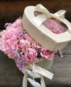 Trsové růžičky v dárkové krabičce ve tvaru srdce