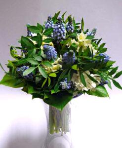 Jarní kytice z Modřenců a narcisků